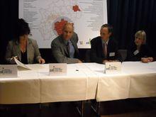 Schulleiter K.Fahrenkamp bei der Unterzeichnung der zdi-Gründungsurkunde