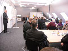 Bürgermeister Klaus Geise übergibt fünf neue Klassenräume und die Verwaltungsräume im HVG am 18.11.2009